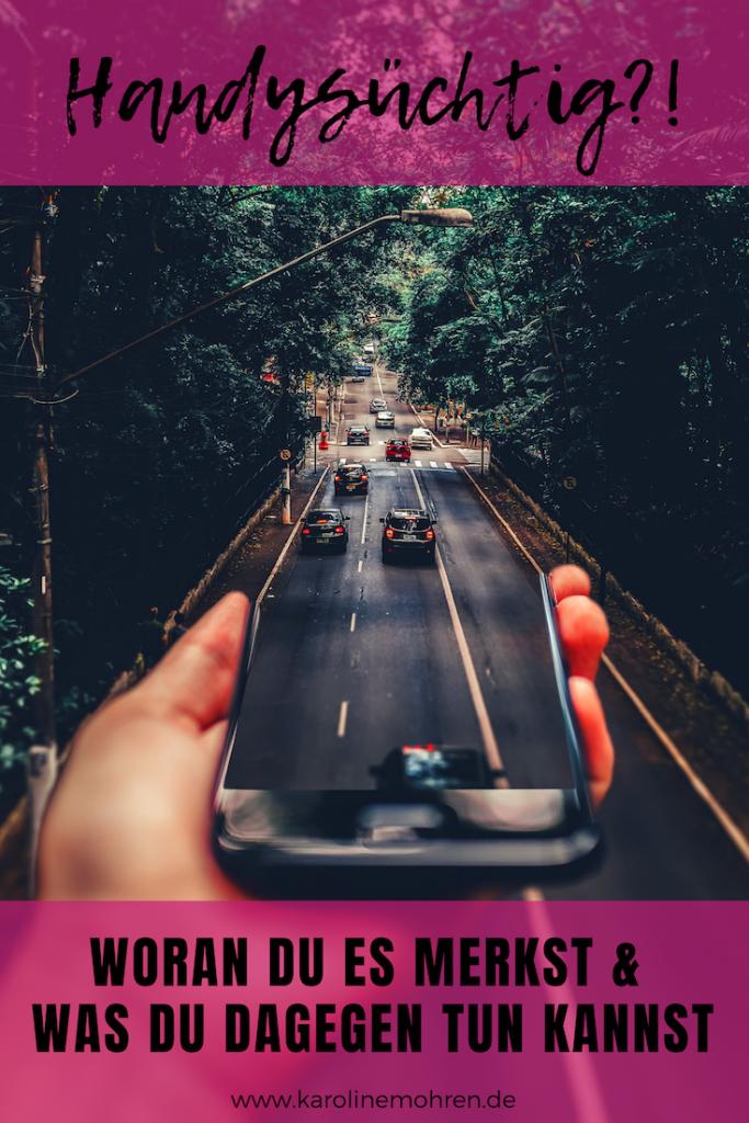 """Das Smartphone ist Dein bester Freund und Du fragst Dich, ob Du handysüchtig bist? In diesem Artikel beschreibe ich Dir fünf Anzeichen für Handysucht. Und wenn Du feststellst, dass Du ein """"Smombie"""" bist, keine Panik! Auf meinem Blog über Digital Detox verrate ich Dir natürlich auch, was Du dagegen tun kannst. #handysucht #digitaldetox #digitalefreiheit"""